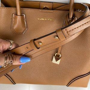 Crossbody MK purse 👜